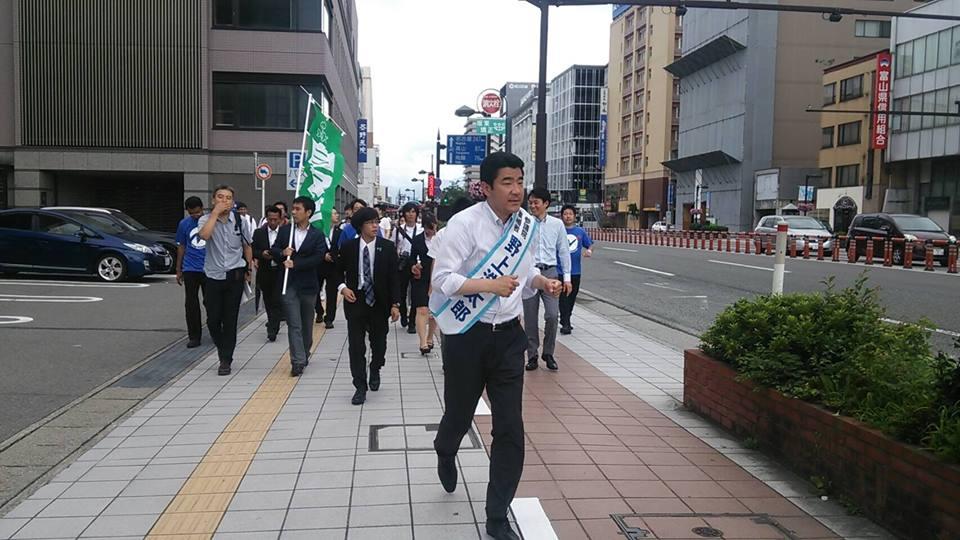 まちなかを走る野上浩太郎