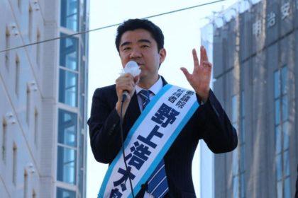 街頭で訴える野上浩太郎