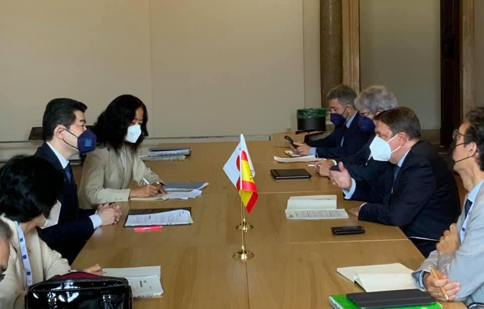 スペインのプラナス大臣と